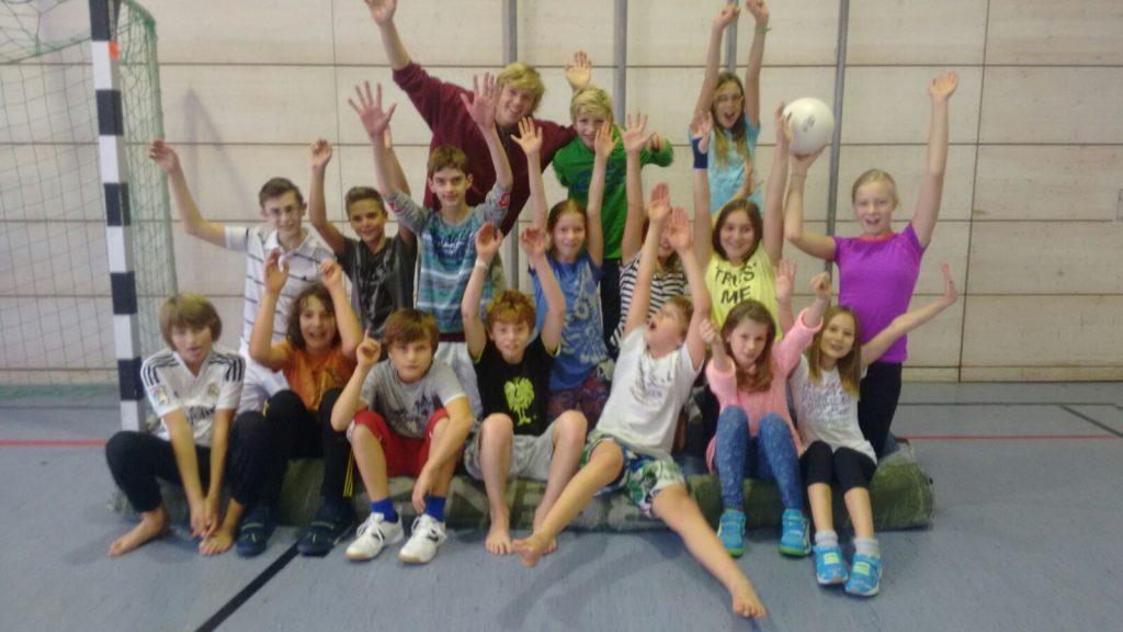 Die SAG Kids der Montessorischule Hohenbrunn mit FSJ´ler Marvin