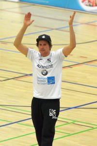 Bastian Henning bleibt Headcoach der Münchnerinnen