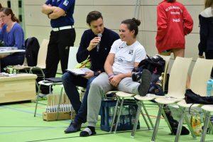 Kapitänin Caro Tiegel fällt für den rest der Saison mit einem Kreuzbandriss aus u. kann dem Team nur noch eine moralische Stütze sein